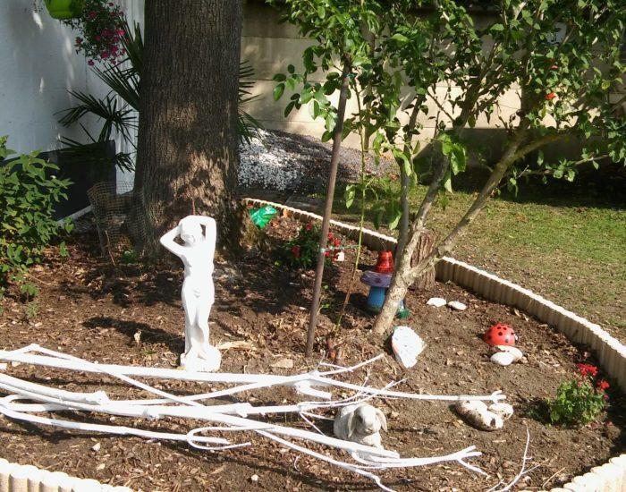 Jardin et statue